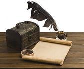 Bir kağıt ile antik göğüs — Stok fotoğraf