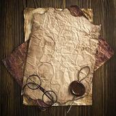 ビンテージのドキュメントに古い眼鏡 — ストック写真