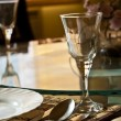 Empty glasses in restaurant — Stock fotografie