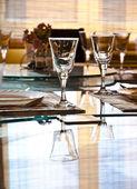 Prázdná sklenice v restauraci — Stock fotografie