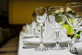 Empty glasses in restaurant — Stockfoto