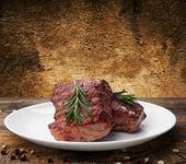Biefstuk op plaat — Stockfoto