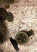 Corde, de pièces et de vieux compas — Photo