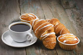 Coffee with muffins and croissants — Stock Photo