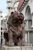Stone lion in Piazza San Marco — Stock Photo