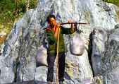 WUDANG SHAN, CHINA - NOV 1, 2007: Man with large bales on the st — Stock Photo