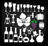 Zestaw do wina na pokładzie kreda. — Wektor stockowy