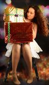 Dívka s dárky v noci — Stock fotografie