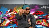Homme et graffiti — Photo