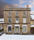 Cotswold house in snow — Foto de Stock