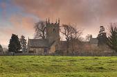 Cotswold церковь на закате — Стоковое фото