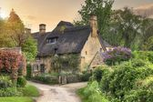 Cotswold cottage at sunset — Stock Photo