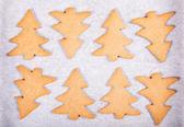 Beyaz arka plan üzerinde izole gingerbread kalpler — Stok fotoğraf