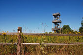 Observation Tower Overlooking the Autumn Field — Stock Photo