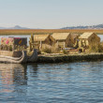 View of floating island Uros, Lake Titicaca, Peru, Bolivia — Stock Photo