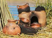 Traditional mad pans used on Uros islands, Peru, Bolivia — Stock fotografie