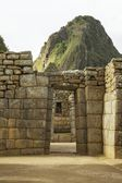 Wayna Picchu behind ruins of doors inside Machu Picchu, Peru — Stock Photo