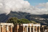 Ancient ruins of Pompeii and volcano Vesuvius, Italy — Stock Photo