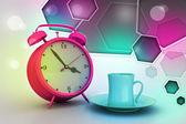 Reloj despertador con taza de té — Foto de Stock