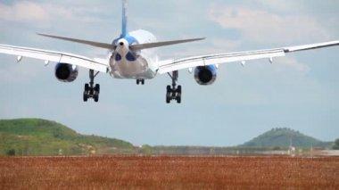 Landing on the airport runway of Phuket Island. Thailand — Stock Video