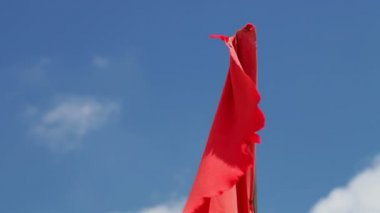 Red flag of danger — Stock Video