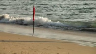 Flag danger storm on the beach — Vídeo de Stock