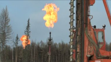 Torches oil and gas field — Stock Video