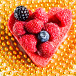 Heart shaped cake with berries — Stock Photo