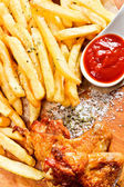 Chicken wings with french fries and ketchup — Stock Photo