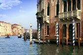 Buildings and gondolas in the Grand canal of Venice — Stock Photo