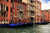 Buildings and gondolas in the Grand canal of Venice — Stockfoto