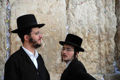 Two orthodox Jews at the wailing wall — Stock Photo