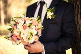 The groom with a bouquet — Stock Photo
