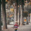 Little girl walking in the park in autumn — Stock Photo