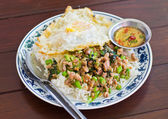 Stir fried pork with basil and egg on rice — Stock Photo