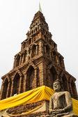 Статуя Будды, старый Чеди Ват Пхра что hariphunchai — Стоковое фото