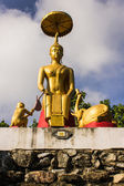 Elephant and Monkey offers honey comb to Buddha — Foto de Stock
