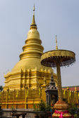 Golden Chedi which is a major place of worship, Phra That Hariphunchai — Stock Photo