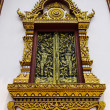 Golden Ornament wooden window of Thai temple in Chiangmai , Thai — Stock fotografie