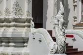 Art thaïlandais, statue d'éléphant de fusion naka sur escalier — Photo