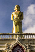 буддийский монах статуя в ват mokkanlan, chomthong chiangmai тайский — Стоковое фото