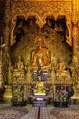 статуя будды в часовню, ват пан ден maetang храм chiangmai тайский — Стоковое фото
