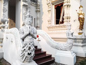 Thai Art, Angel Fusion Naka statue on staircase — Stockfoto