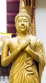 Standing Thai Golden Buddha statue — Stockfoto