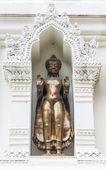 Buddha statue in an Ancient Pagoda, Lamphun Province, Thailand — Foto de Stock
