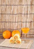 Roll cake orange with orange juice — Stock Photo