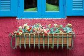 Kwiaty sztuczne, doniczki wiszące — Zdjęcie stockowe