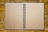 Notebook sul brickwall — Foto Stock