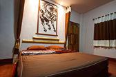 Modern bedroom in hotel — Stockfoto