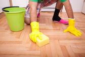 掃除や家事をしています。 — ストック写真